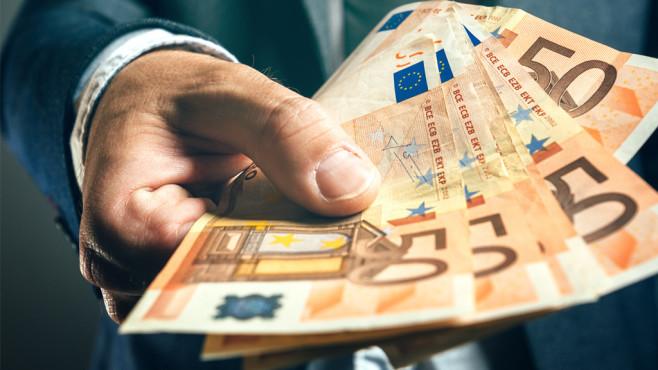 Finanzcheck-Kredit©iStock.com/stevanovicigor