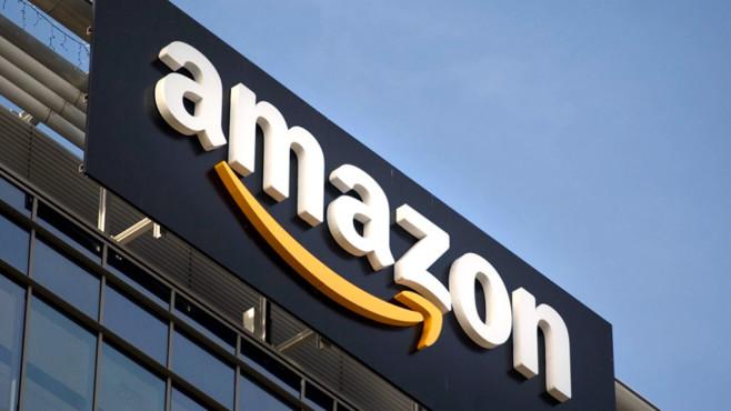 Amazon-Logo auf Gebäude©Amazon
