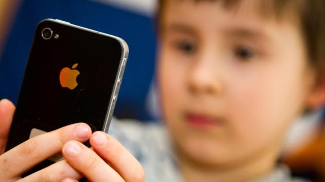 Kind mit Handy©dpa - Bildfunk