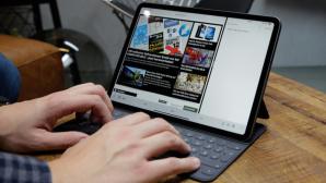 Hände tippen auf der Tastatur des iPad Pro©COMPUTER BILD