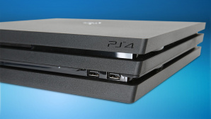PlayStation 4 © Sony, iStock.com/seyfettinozel
