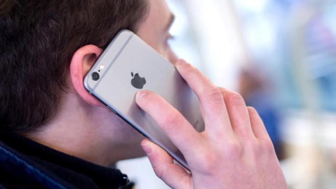 Mann telefoniert mit Handy©dpa-Bildfunk
