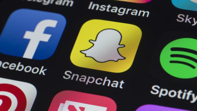 Snapchat-App auf einem Smartphone©iStock.com/stockcam