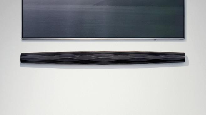 B&W Formation Bar: Mit 1,24 Metern Breite passt der TV-Lautsprecher am besten zu Fernsehern ab 55 Zoll aufwärts (140 Zentimeter Bildschirmdiagonale).©Bowers Wilkins