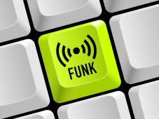 Funkkontakt mit Bluetooth: Bluetooth ermöglicht die Vernetzung der unterschiedlichsten Geräte per Funk.©LaCatrina - Fotolia.com