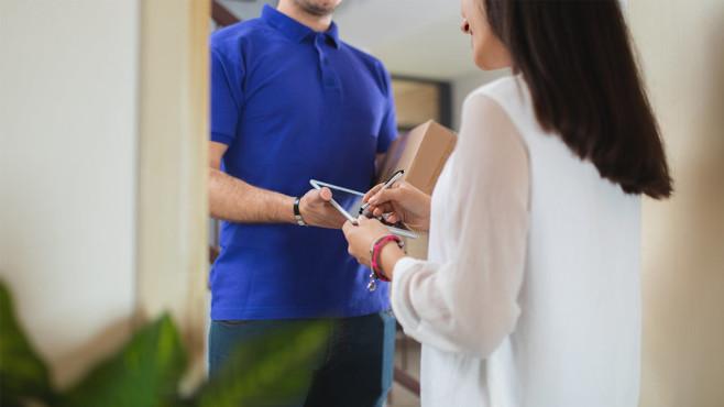 Zalando macht Nachbarn zur Paketstation Nie mehr zur Post laufen: Zalando testet private Abholstellen für Pakete.©iStock.com/urbazon