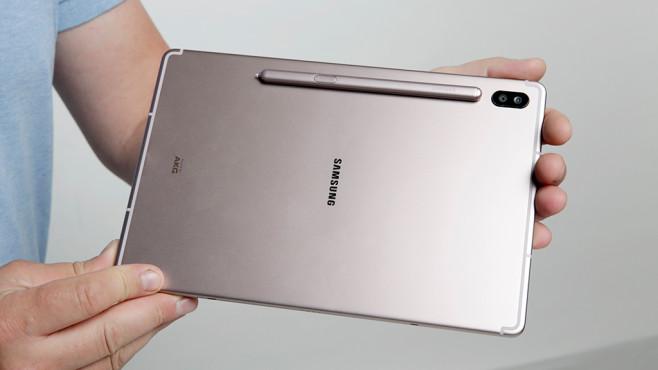 Samsung Galaxy Tab S6: Drahtlose Ladestation ©COMPUTER BILD