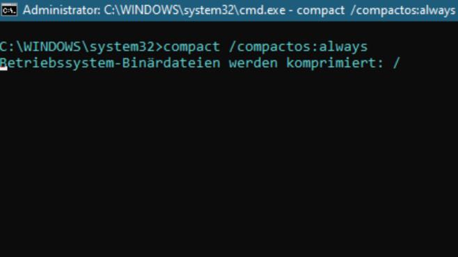 Unter Windows 10 schrumpfen Sie Systemdateien per Befehl compact /compactos:always.©COMPUTER BILD