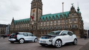Elektroautos vor Hamburger Rathaus©Share Now