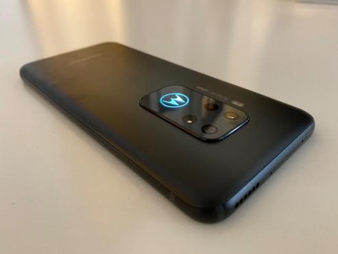 Motorola One Zoom: leuchtendes Loge©Motorola