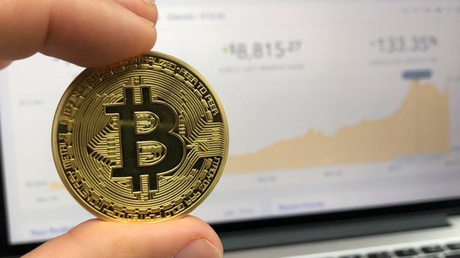Münze mit Bitcoin-Symbol©David McBee/Pexels.com