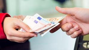 Geld an Kasse©iStock.com/nensuria