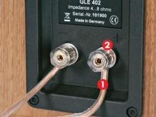 Alle Lautsprecherkabel sollten gleich angeschlossen sein