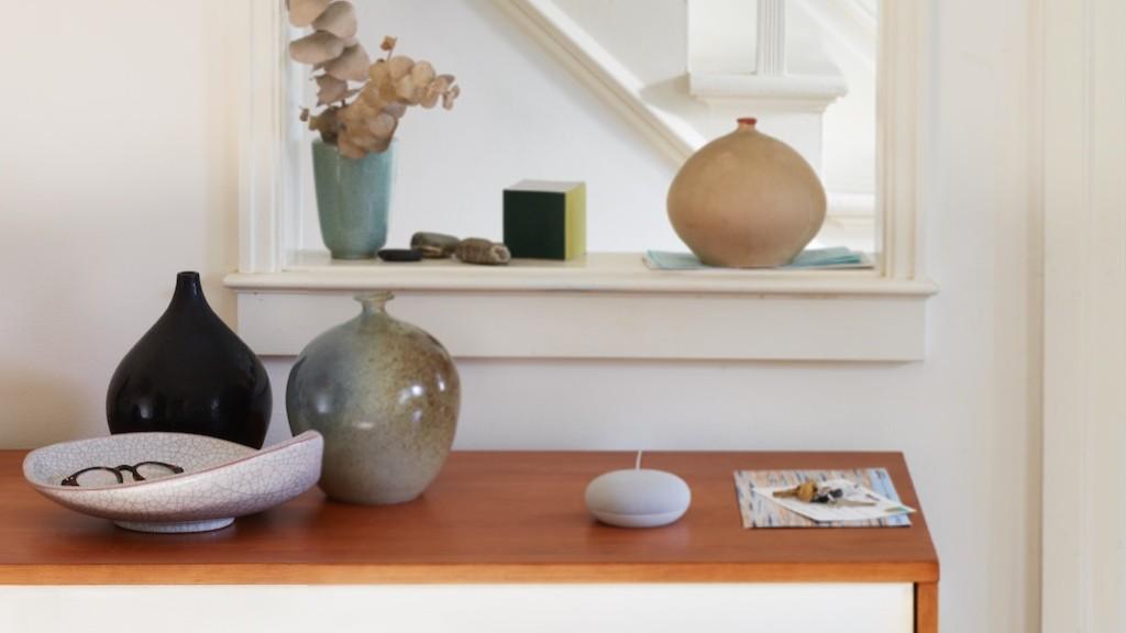 Google-Nest-Mini-Wohnung-Vase-Ablage