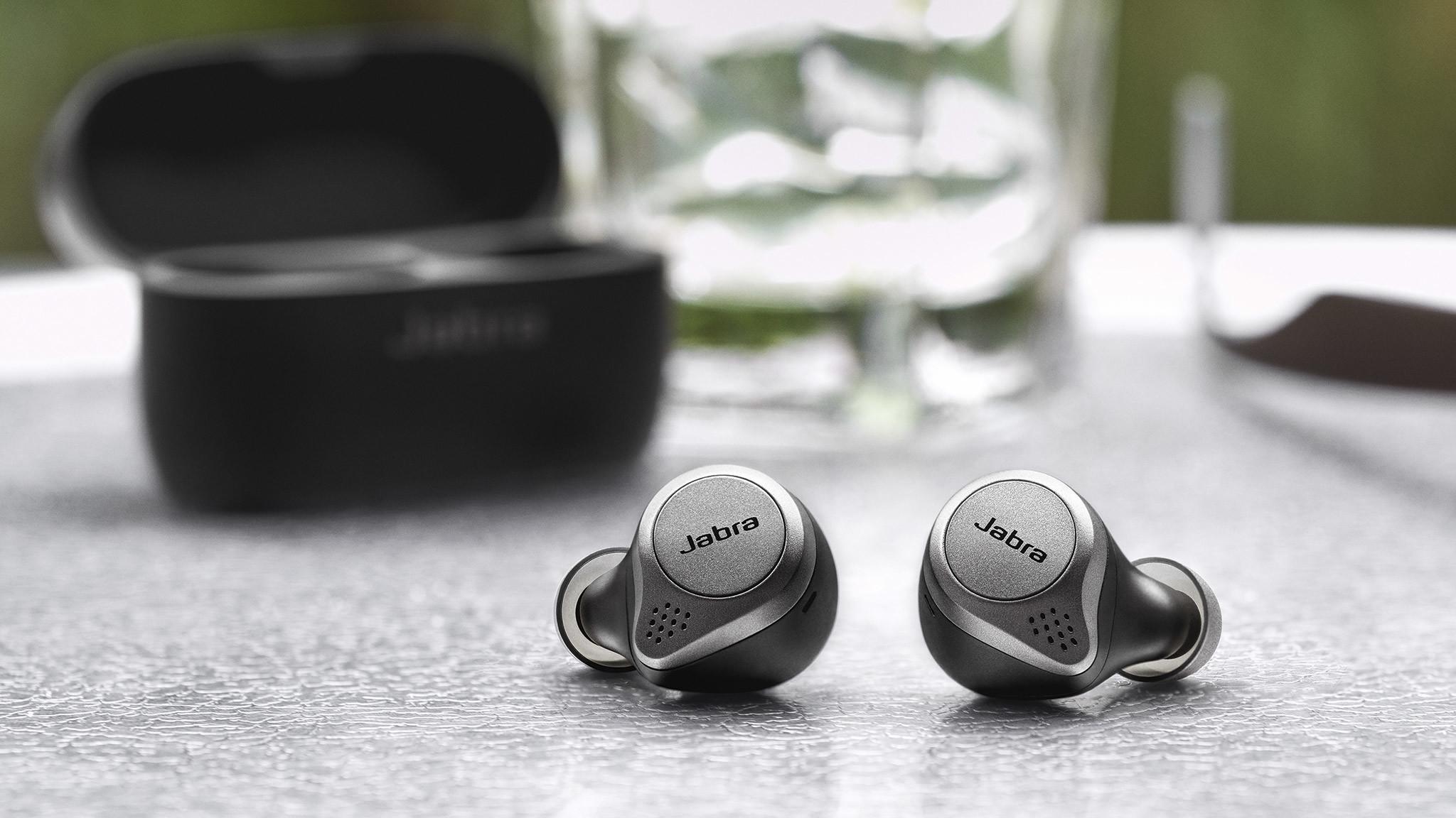 Jabra Elite 75t im Test: Die In-Ears sind klein und sitzen gut im Ohr.©Jabra