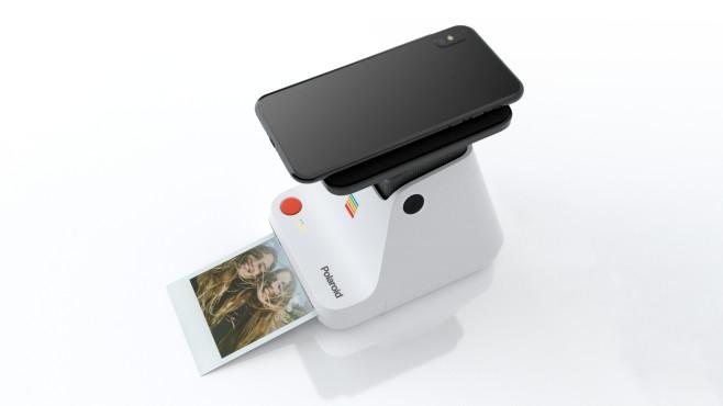 Polaroid Lab –Smartphone aufgelegt©Polaroid
