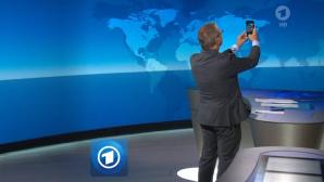 Jan Hofer Selfie in der Tagesschau©Tagesschau