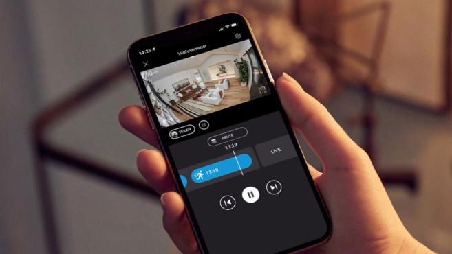 Ring Indoor Cam: Preisgünstige Überwachungskamera im Test Per Ring_App haben Nutzer jederzeit Zugriff auf das Live-Bild der Kamera oder schauen sich nachträglich Videoaufzeichnungen an.©Ring