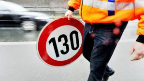 Straßenarbeiter mit Schild©dpa-Bildfunk