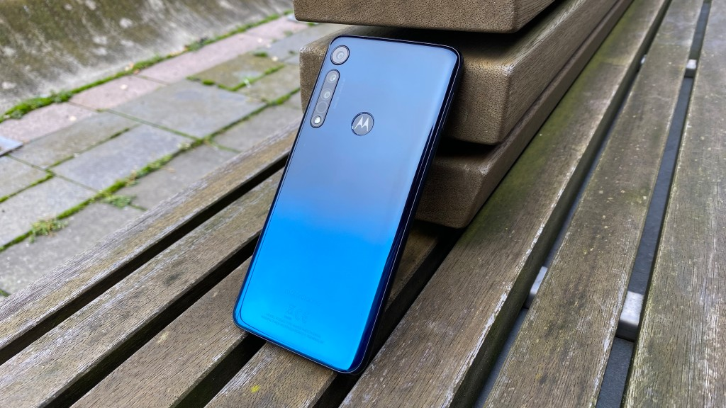 Motorola One Macro: Schicke Rückseite mit Farbverlauf©COMPUTER BILD