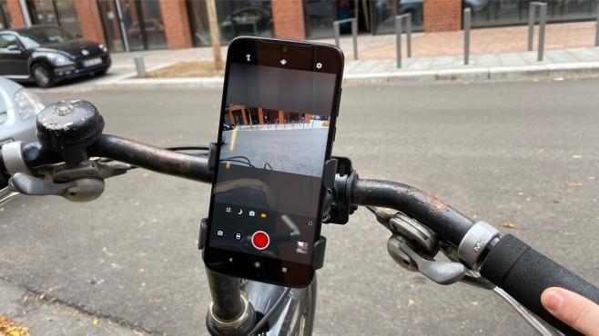 Action-Cam-Modus beim G8 Plus am Fahrrad-Lenker©COMPUTER BILD
