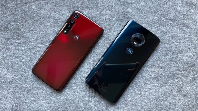 Die Rückseiten vom Motorola G8 Plus und dem Vorgänger G7 Plus©COMPUTER BILD