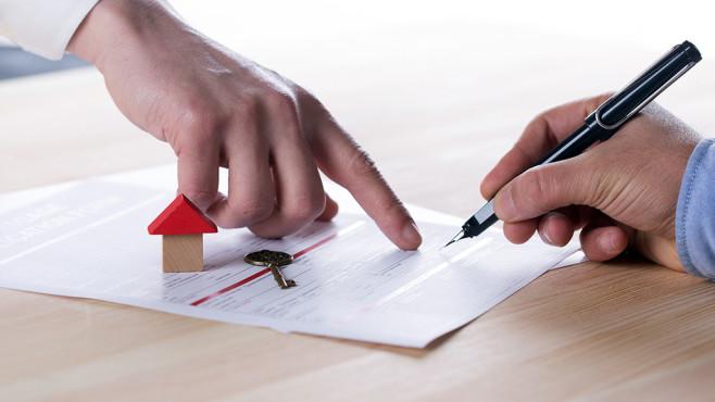 Immobilienfinanzierung: Den Traum vom Eigenheim bezahlen Beim Kauf von Wohneigentum ist die Immobilienfinanzierung das Herzstück der Planung. Dabei stehen Tilgung und Bauzins im Fokus.©iStock.com/cnythzl