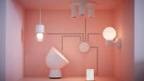 Tradfri-Lampen. Gateway und Smartphone vor rotem Hintergrund©IKEA