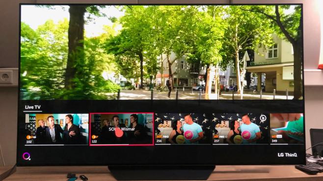 LG OLED B97LA: Der günstigste OLED-Fernseher im Test Der LG OLED B9 hört auch auf Sprachbefehle etwa zum Senderwechsel.©COMPUTER BILD