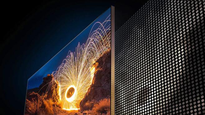 Neues Topmodell Q950TS: Samsung schafft den Rahmen ab! Die Lichtquelle hinter dem eigentlichen LCD-Bildschirm besteht beim Samsung Q950TS aus hunderten einzelner Leuchtdioden. Wo im Bild kein Licht gebraucht wird, dimmt sie der Fernseher herunter.©Samsung