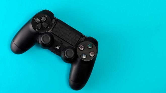 DualShock 4 Controller©iStock.com/happylemon