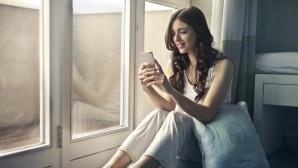 Frau mit Smartphone©pexels