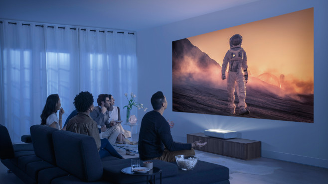 Samsung The Premiere: Der Beamer benötigt nur einen kurzen Abstand von der Wand©Samsung