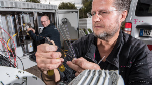 Techniker beim Glasfaserausbau©Deutsche Telekom