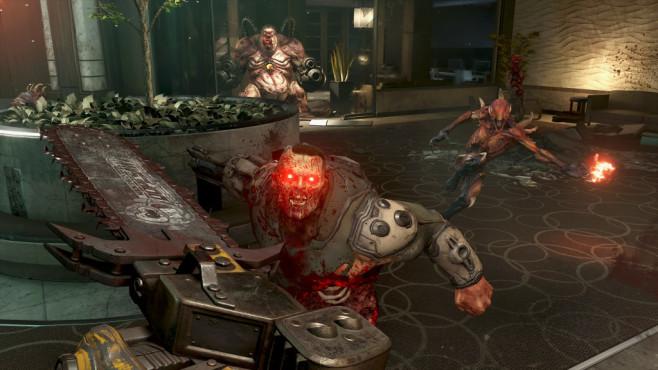 Doom Eternal in der Vorschau: Klick, Klick, Doom! Natürlich ist die Säge auch wieder am Start. Mit ihr filettieren Sie Soldier und andere Gegner und ernten Munition, Gesundheit und Rüstung.©Bethesda