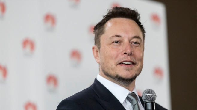 Elon Musk lächelt©dpa-Bildfunk