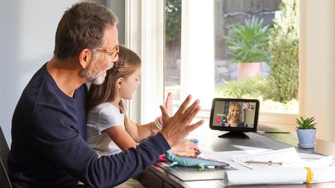 Familie telefoniert per Amazon Echo Show©Amazon