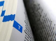 Wissensplattform Knol: Google greift Wikipedia an Traditionelle Lexika sind out. Wer modern ist, sucht in einer Online-Enzyklopädie.