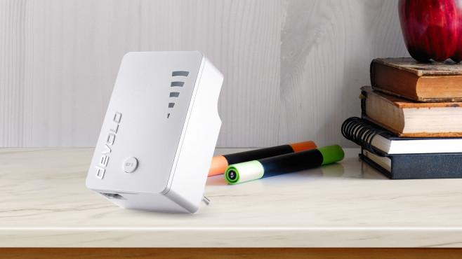 Devolo WiFi Repeater ac im Test©Devolo, iStock.com/BongkarnThanyakij