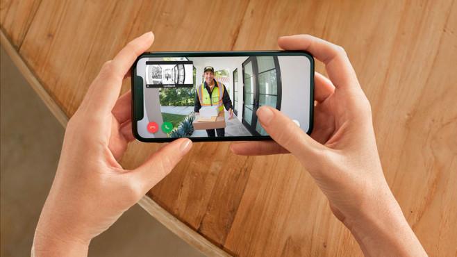 Ring Video Doorbell 3 und 3 Plus: Bevor der Postmann zweimal klingelt, hat die Ring Video Doorbell 3 Plus den Paketboten aufgenommen.©Ring