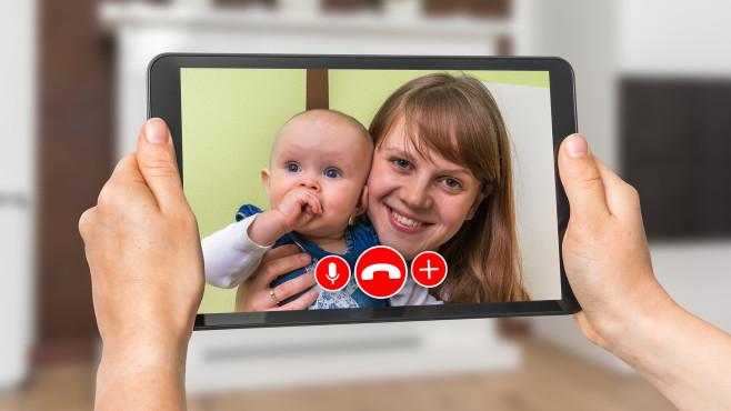 Videochat mit Tablet©iStock.com/andriano_cz