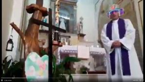 Priester mit Videofilter©Twitter / Gavin Shoebridge (@KiwiEV)