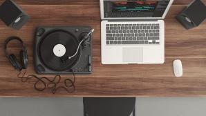 Plattenspieler, Kopfh�rer und Notebook©pexels