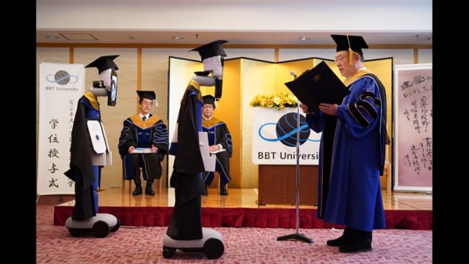 Abschlussfeier mit Roboter©BBT University