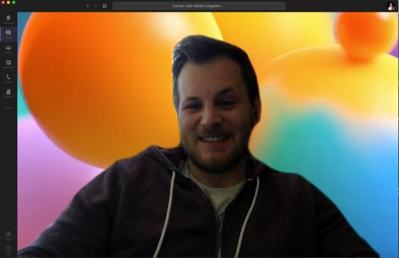 Microsoft Teams: Videohintergrund ändern Von bunten Blasen bis seriös eingerichtetem Büro ist für jeden was dabei.©Microsoft