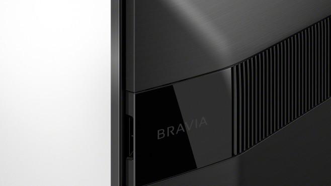 Zusätzliche Lautsprecher im oberen Bereich der Rückseite vom Sony XH95 sorgen für klaren, weiträumigen Klang.©Sony