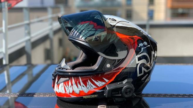 Beste Lösung für Motorrad-Videos? Sena 10C Evo im Test Das Sena 10C Evo sieht am Helm okay aus – eine GoPro am Kinn ist optisch schlimmer.©COMPUTER BILD