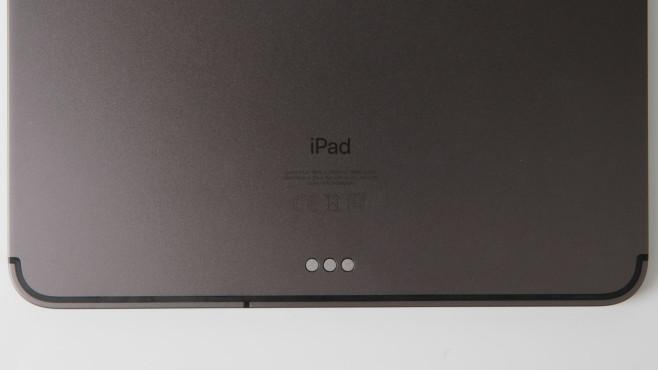 Smart Connector des iPad Pro in der Nahaufnahme.©COMPUTER BILD