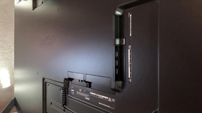 Die Anschlüsse vom LG OLED GX sind in Mulden versenkt.©COMPUTER BILD