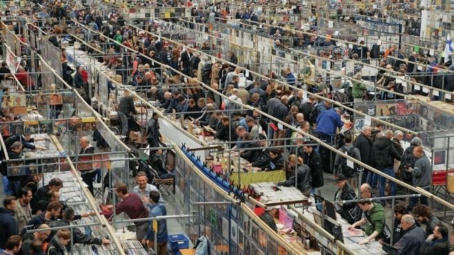 Jedes Jahr im April steigt im niederländischen Utrecht die weltgrößte Schallplattenbörse mit über 500 Händlern.©dpa-Bildfunk